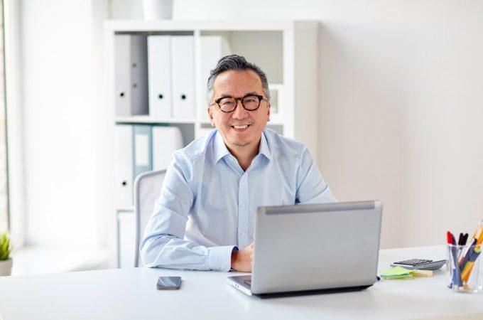「在宅で副業しながら起業準備。1日30分で年間54万の開業資金を貯めるには」